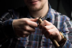 How to cut a cigar without a cutter - slice