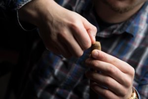 how to cut a cigar without a cutter - thumb
